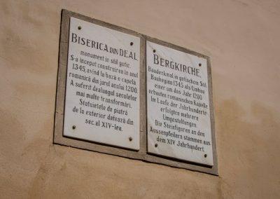 Entrance descriptive board